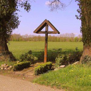 6. Landkruis aan de Hunenborgseweg in Tilligte