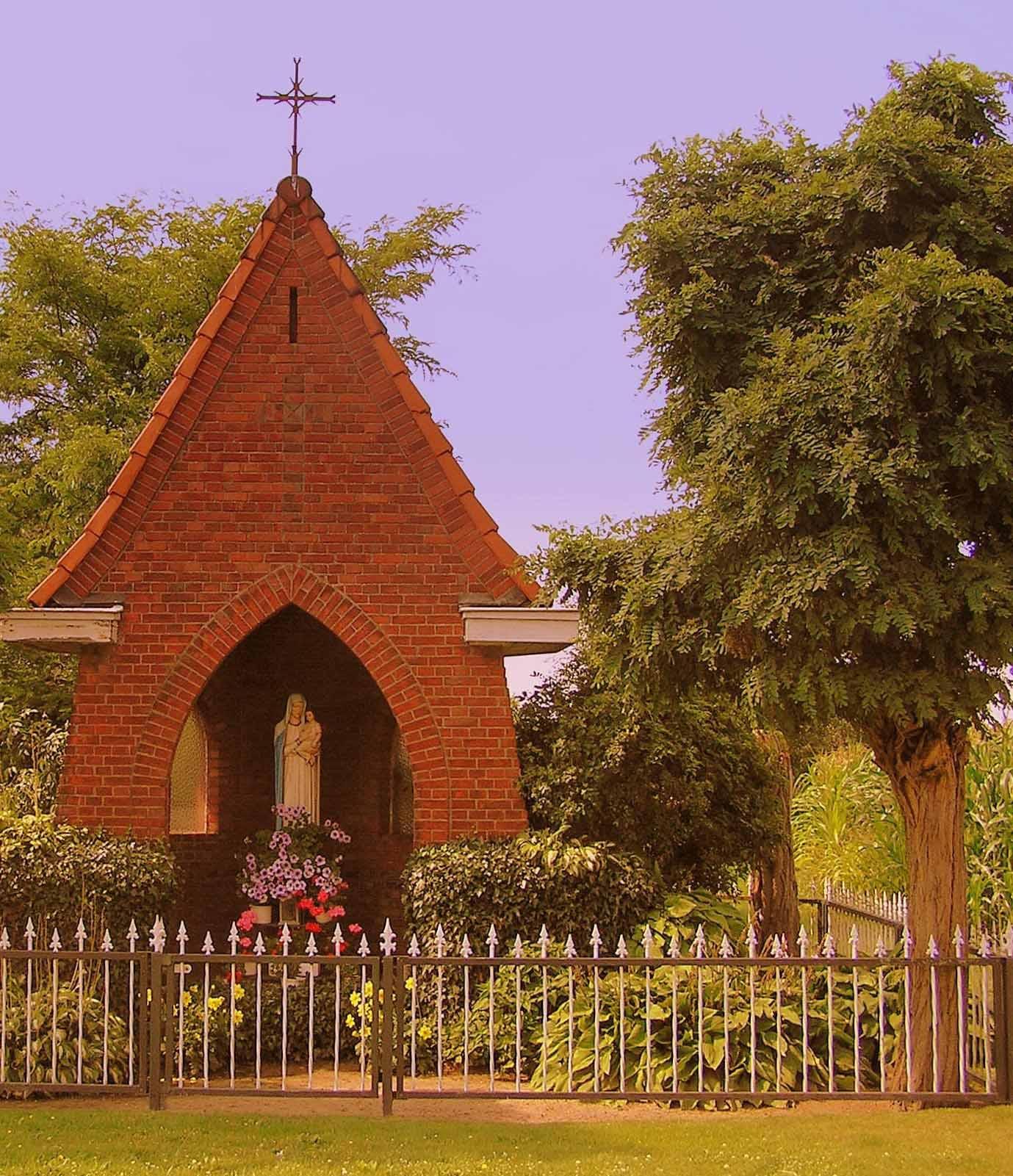 25. Mariakapel aan de Wiekerstraat in Rossum