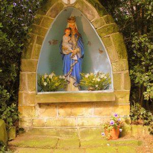 27. Mariagrot op het kerkplein in Rossum