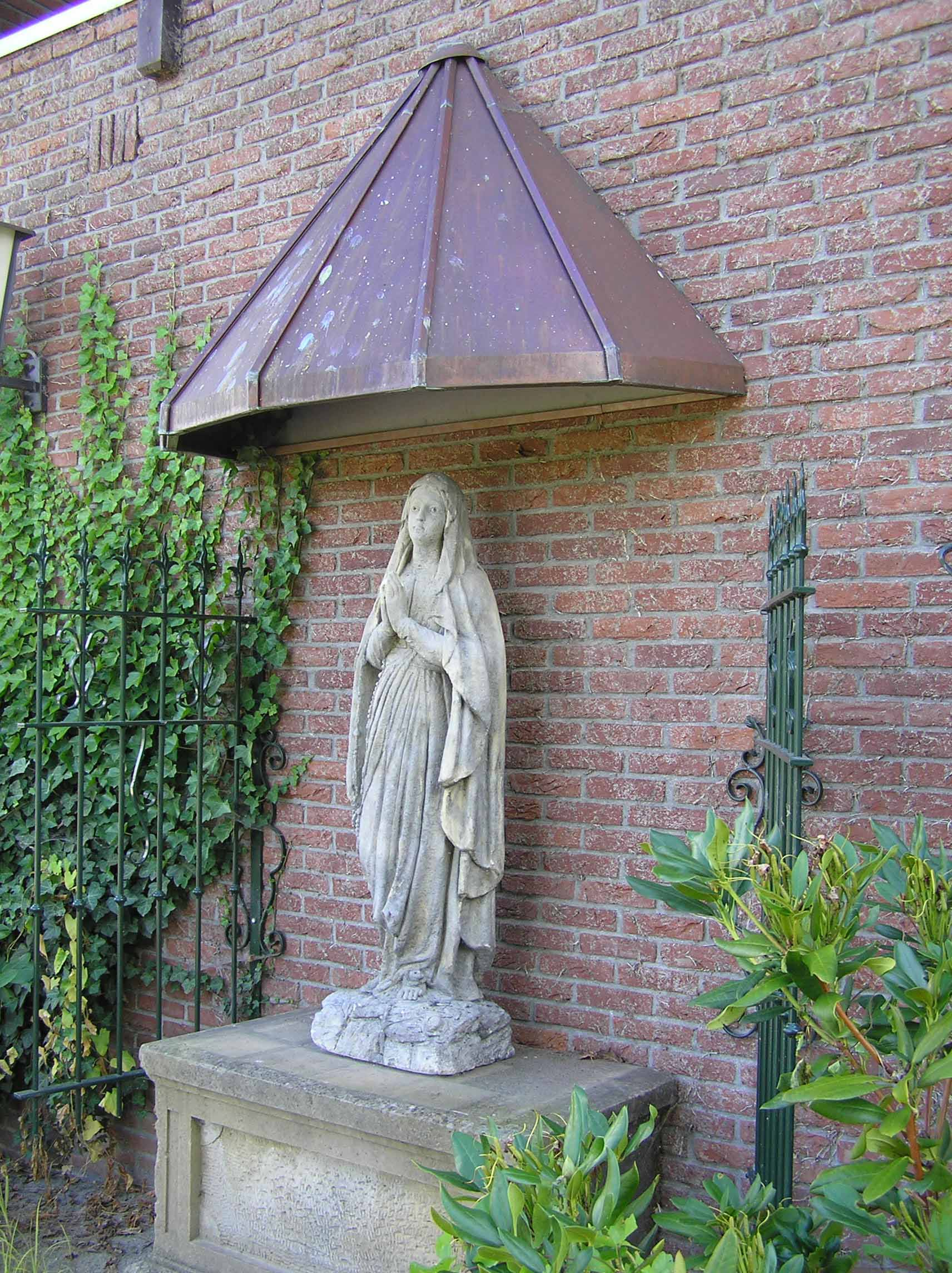 40. Mariabeeld aan het Peulkespad in De Lutte