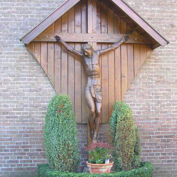 46. Kruisbeeld aan kerk, Gronausestraat, Losser