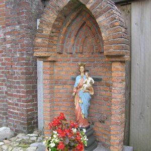 68. Mariabeeld of kerkhof aan de Oude Kerkweg in Zenderen