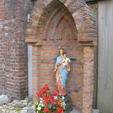 68. Mariabeeld op kerkhof, Oude Kerkweg, Zenderen