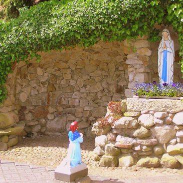 80. Lourdesgrot op kerkhof, Denekamperweg, Vasse