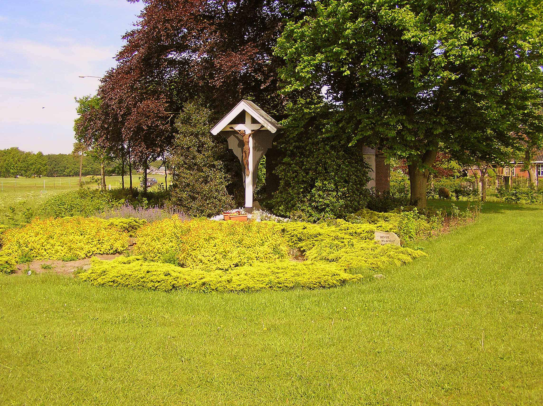 85. Landkruis aan de Hardenbergerweg in Langeveen